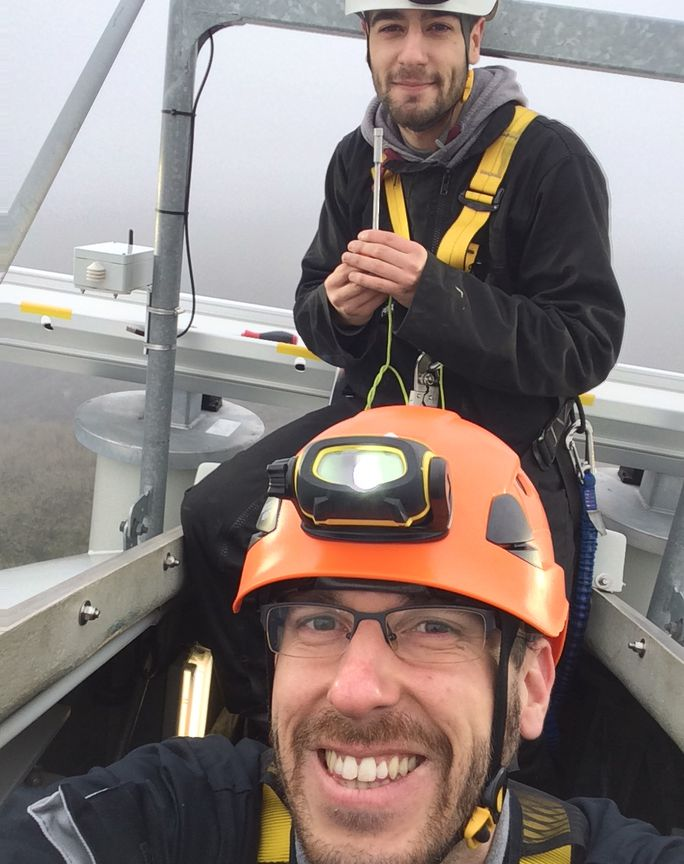 Greg and Bruno on top a wind turbine to equip it with the Windfit® solution system.